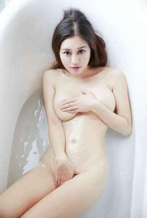 大胆人体模特李洁全裸展示丰满迷人的身材