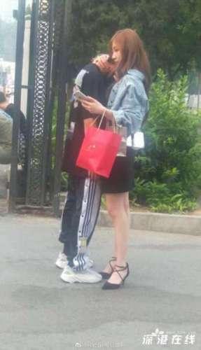 UNINE李振宁疑似恋情曝光 与女生当街拥抱十分亲密