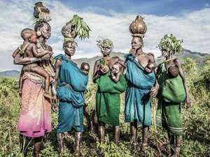 原始部落族上演最极端人体艺术