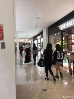 网友偶遇刘亦菲舒畅逛街 一大波回忆杀来袭!