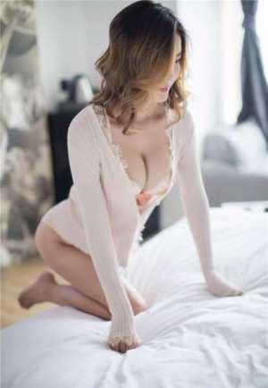 最丰满的爆乳内衣美女国模依依Yiyi私房床照曝光