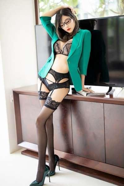 杨晨晨小甜心黑丝情趣内衣高跟肉体白皙极致黑白诱惑