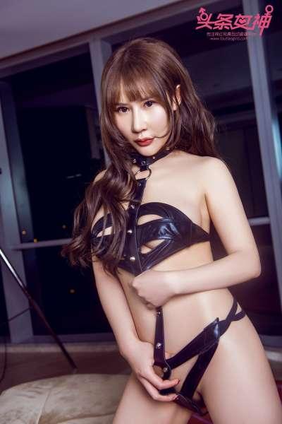 嫩模苏可可黑色带子裹身秀白嫩肌肤翘臀美乳诱惑