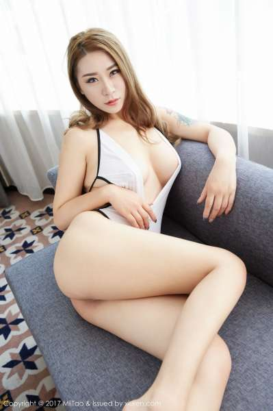 大胸美女锦鲤福利写真套图