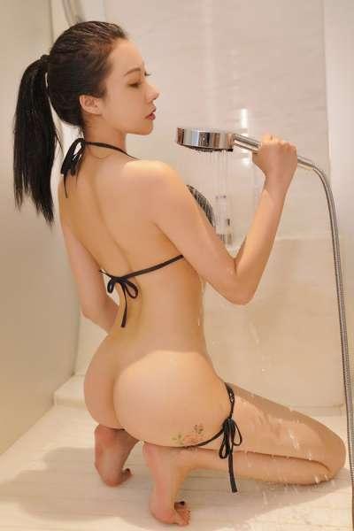 健身宝贝运动后浴室湿身诱惑