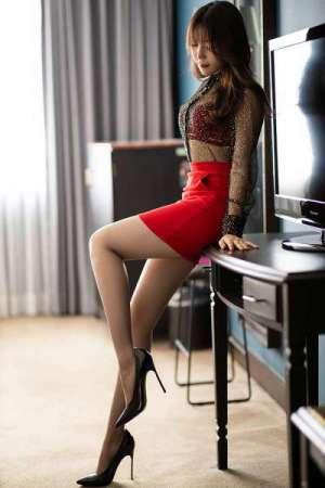高冷御黑丝嫩腿渴求被你爱