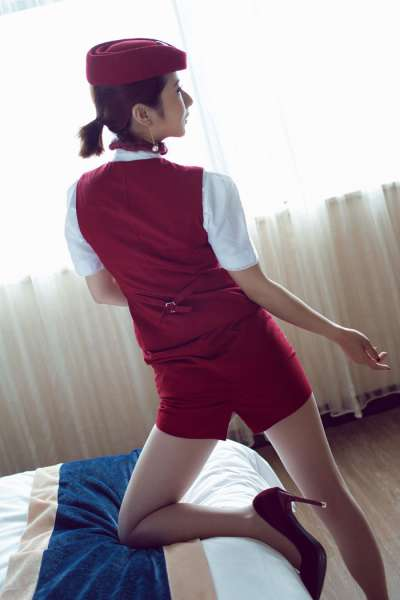 白丝袜长腿空姐的诱惑