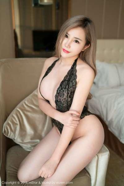 白皙模特大奶昔Kyra惊心动魄的日系女仆制服