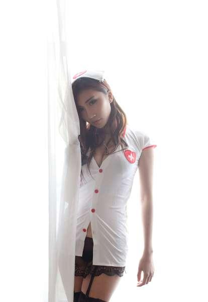 爆乳丽人~章欣欣私房护士制服黑丝袜写真