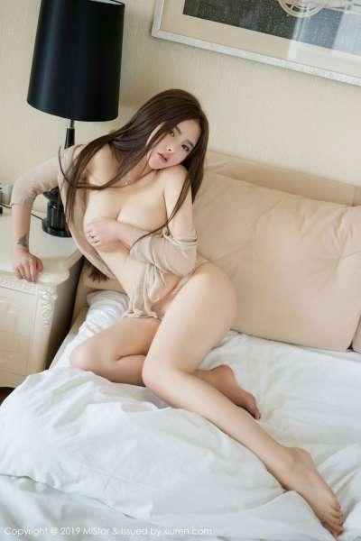 爆乳美女杨漫妮私房薄纱衣配粉色内裤秀豪乳翘臀