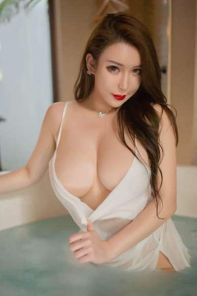 爆乳美女尤妮丝丰满肥臀午后白纱入浴勾人