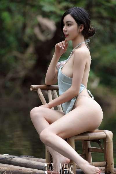 超诱惑姐妹花乡下酥胸美臀写真