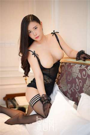 大波美女王婉悠性感黑丝袜蕾丝情趣内衣诱惑无限