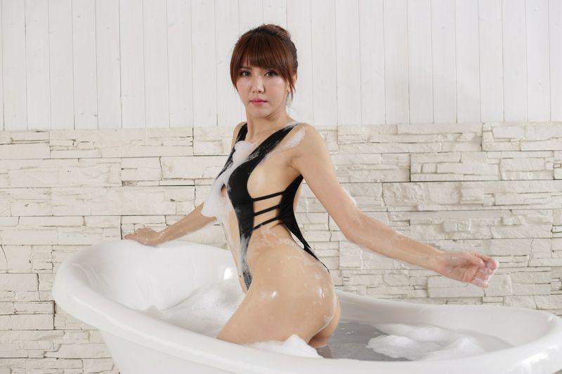 美腿番外篇系列长腿美模Maggie浴缸泡泡