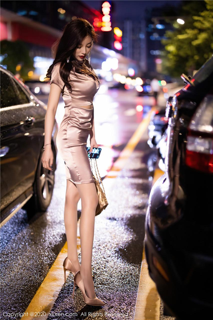 极品尤物短裙高跟不经意露出