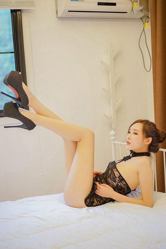 风情美妇人周妍希镂空黑纱裙无比性感