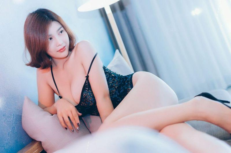 闫盼盼私房系列 孔雀蓝旗袍波涛胸涌旗袍美腿