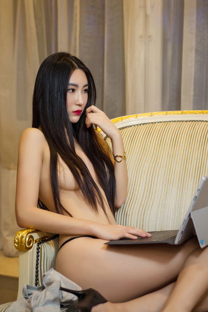 丁字裤模特瑷妮夏日风情诱
