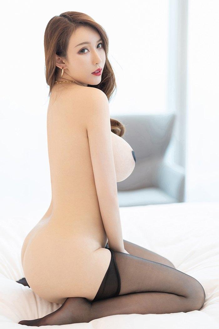 丰乳肥臀宝贝尤妮丝香甜人体艺术照