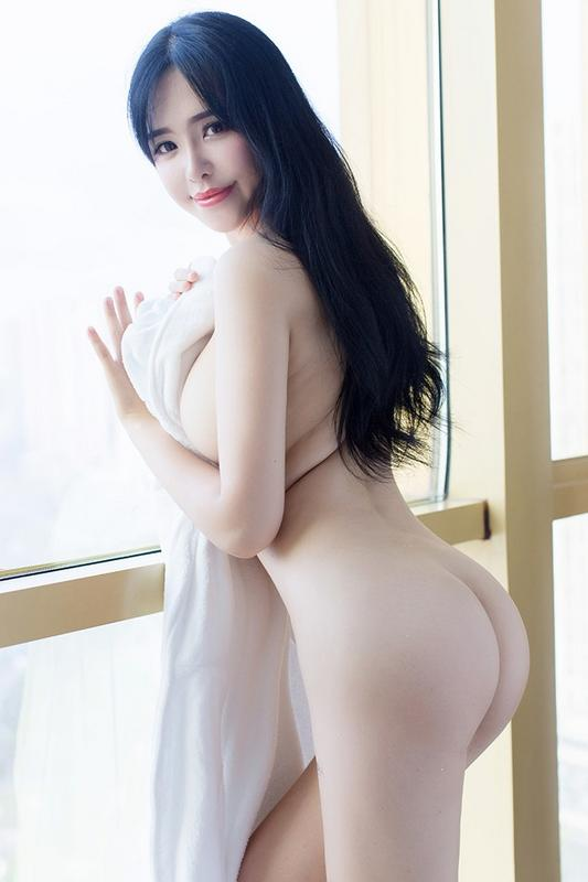 丰乳肥臀刘钰儿酒店浴巾遮身惊艳眼球