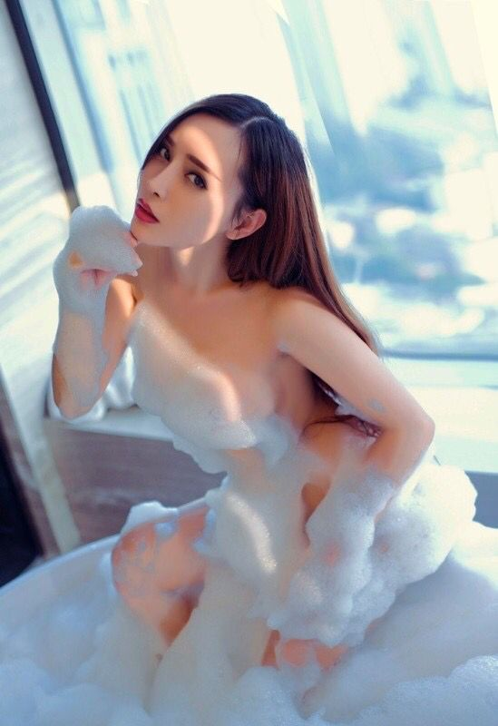 艾小青泡沫