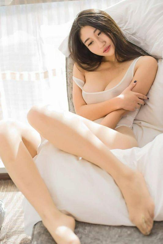丰乳肥臀 苏韵锦半透明丝袜艺术写真