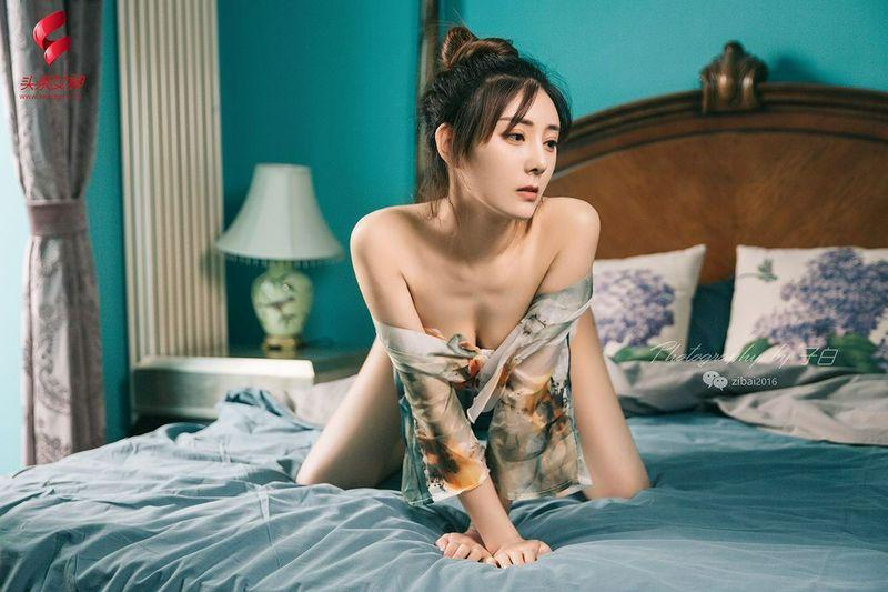 勾魂惊艳性感嫩模莫小希身着和服美胸翘臀丁字裤诱惑写真