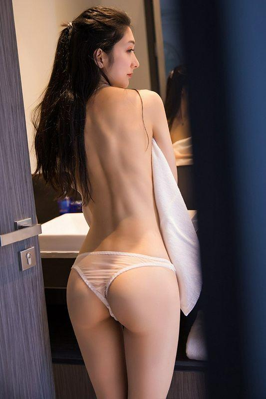 淋浴白色丁字裤