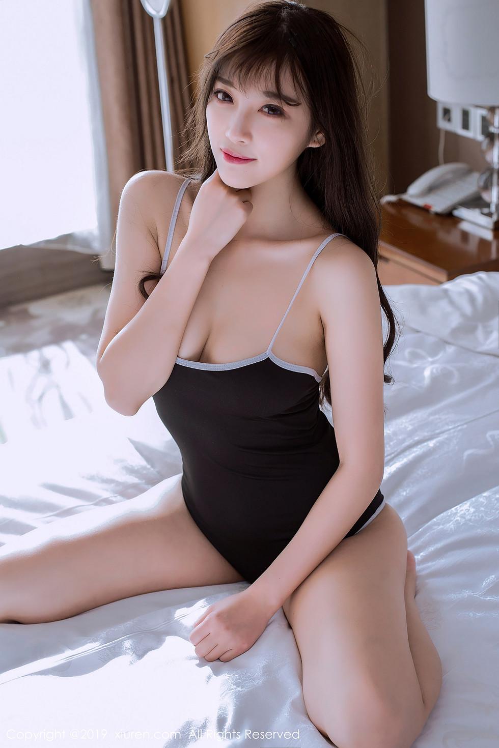 女神杨晨晨甜美面容学生体操服性感写真