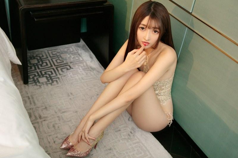 诱惑美女徐梓伊大秀酥胸翘臀