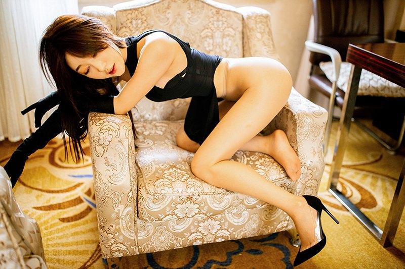 妖娆尤物高跟美腿销魂撩人