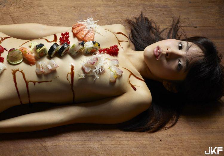 传说中见过却沒有吃过的女体寿司视觉飨宴!