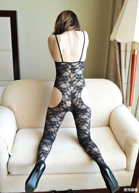 苗条美腿翘臀女的透视装