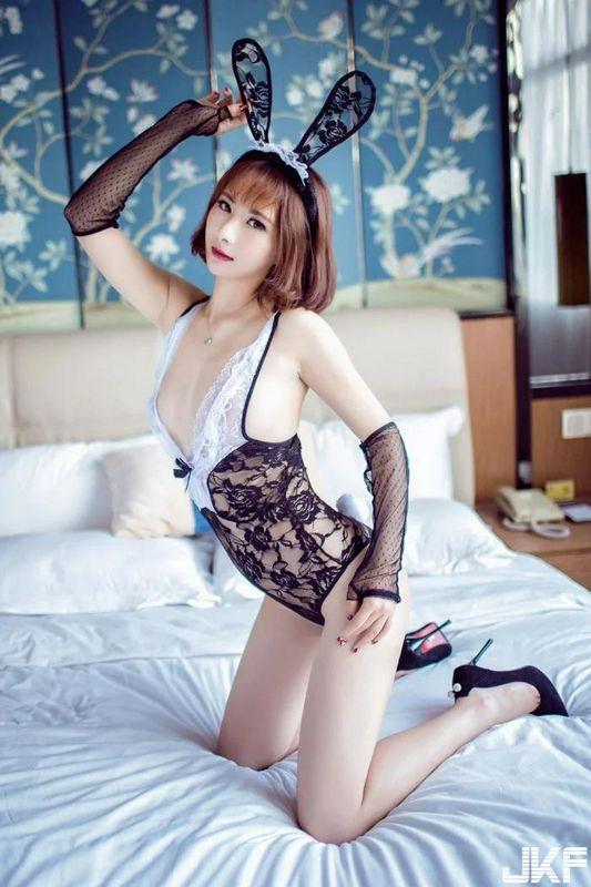 兔女郎 莉莉玩变装制服诱惑看点足