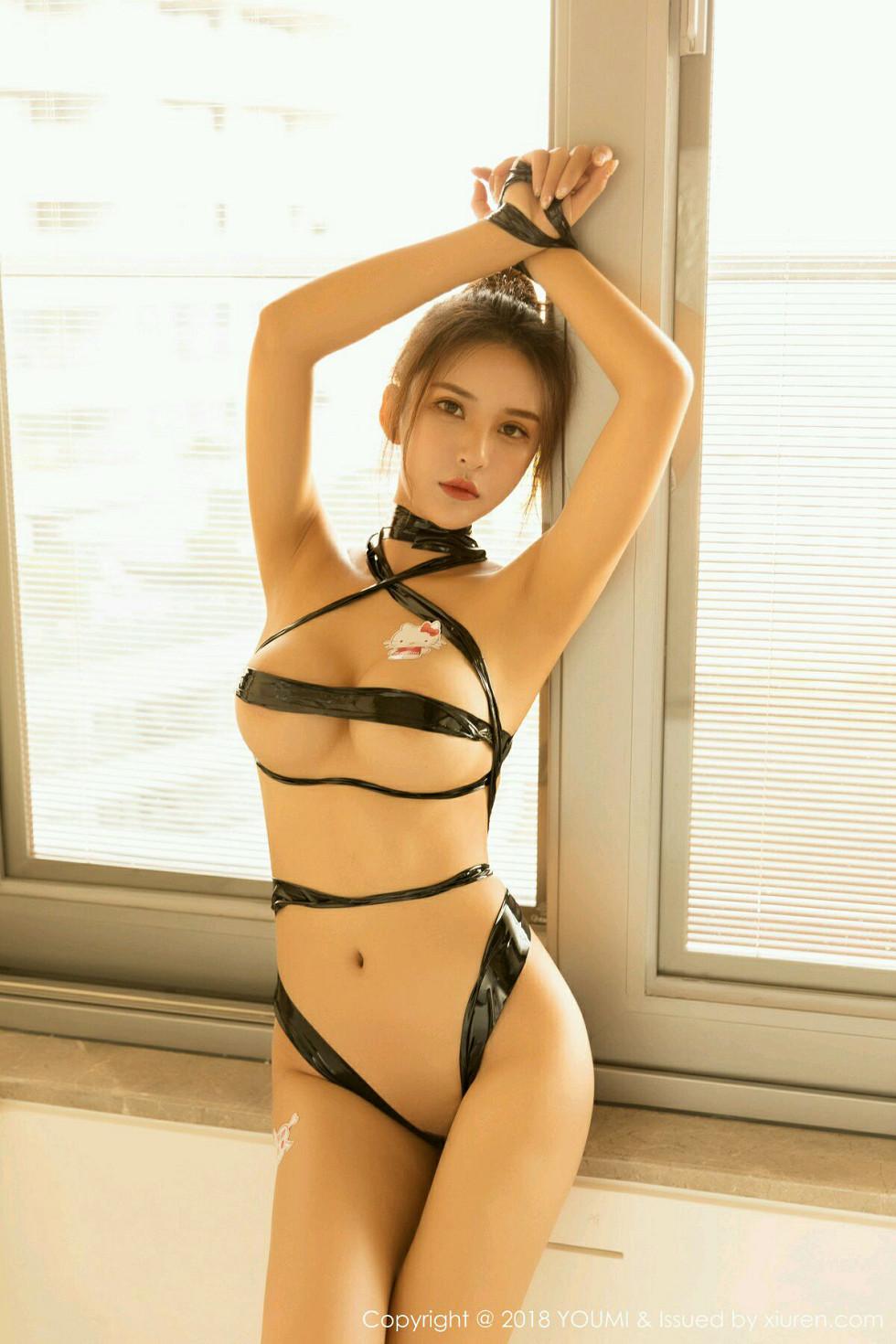 大奶女神SOLO-尹菲SM情趣捆绑艺诱人胴体